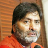 Yasin Malik attends funeral prayers of Maqdoomi