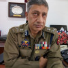 DGP raises ISIS flag and then pulls it down