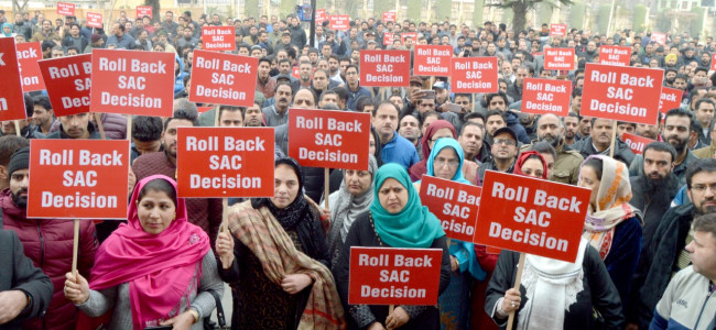 Employees of JK Bank staged a protest demonstration in Srinagar ...