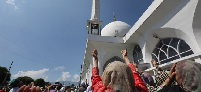 Thousands of devotees thronged Dargah Hazratbal ...