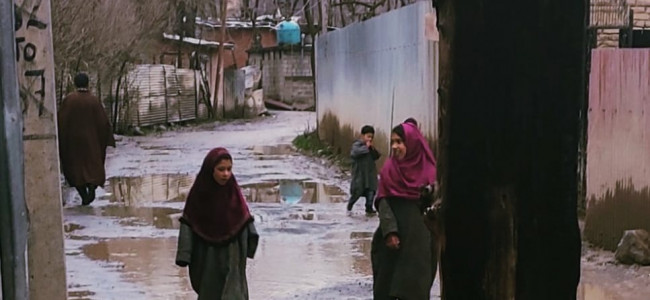 Pulwama: Panzgama-Malangpora road in dilapidated conditions
