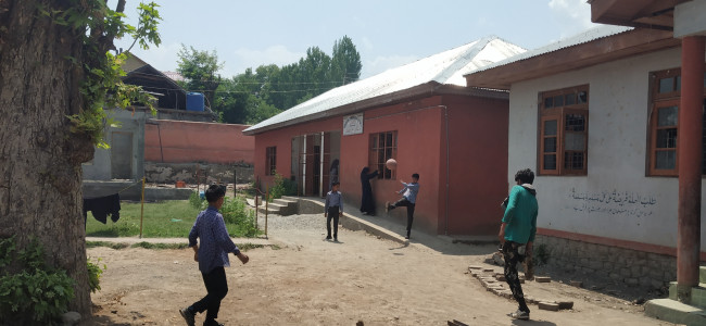 Govt middle school in Murran village of Pulwama lacks proper space
