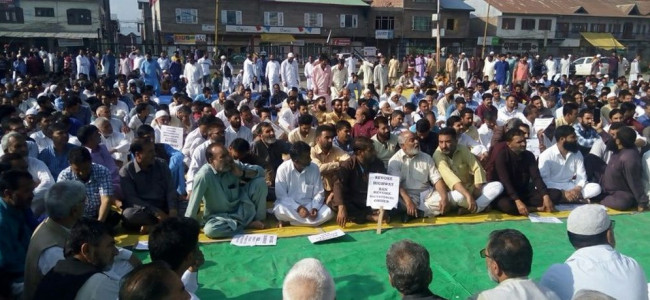 Sopore traders, fruit growers protest against highway restrictions