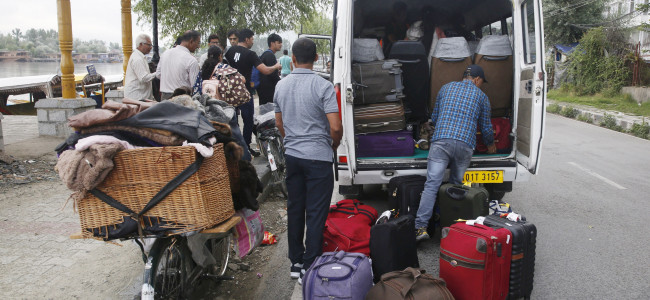 Tourists, pilgrims leave Valley in wake of govt's advisory