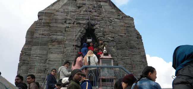Devotees throng Shankar Achariya Temple in Srinagar...