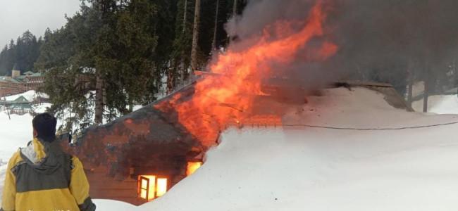 Fire destroys floriculture hut in Gulmarg